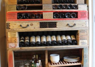 Vaisselier range bouteille ouvert
