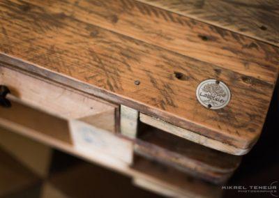 table basse en bois recyclé, logo