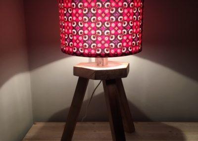 lampe en bois recycle, ambiance