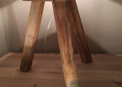 lampe en bois recycle, détail du pied