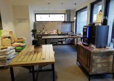table en orme dans la boulangerie