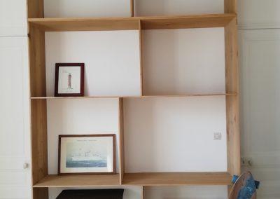Bibliothèque bois sur mesure pour maquettes