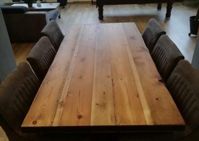 Table à manger en bois et fer