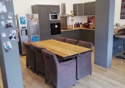 table à manger en bois et fer, vue de coté