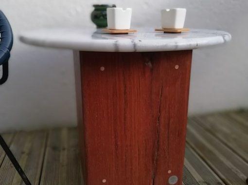 Table basse avec plateau en marbre