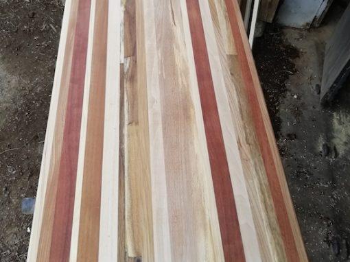 Plan de travail en patchwork de bois recyclé
