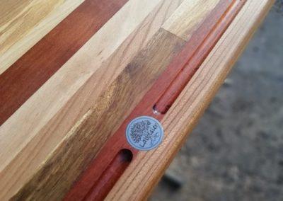 plan de travail en patchwork de bois recyclé, rigole