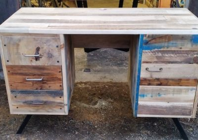 Bureau en matériaux recyclés