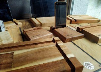 support téléphone en bois, détail