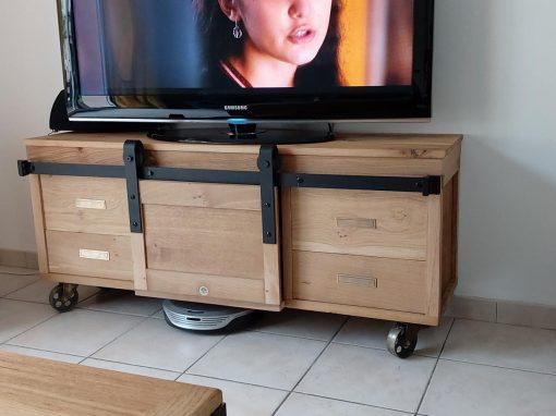 Meuble TV en chêne massif style industriel